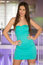 Картинка Playboy Demi Fray Поза Платья Рука Шатенка молодые женщины