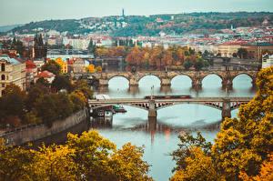 Картинка Реки Мосты Прага Чехия Осенние Vltava город