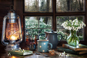 Картинки Натюрморт Галантус Керосиновая лампа Чайник Вазе Кружки Сахара Ложки Книги Окна Цветы