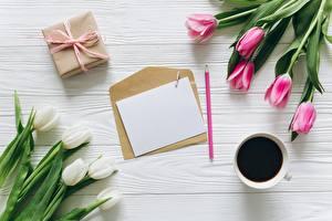 Картинки Тюльпаны Кофе Письма Шаблон поздравительной открытки Конверт Цветы