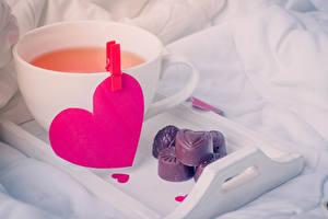 Обои День всех влюблённых Напиток Конфеты Шоколад Сердечко Чашке
