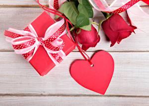 Картинки День святого Валентина Розы Сердца Подарки Цветы