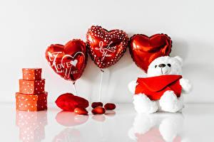 Обои для рабочего стола День святого Валентина Мишки Сердце Подарки Воздушным шариком