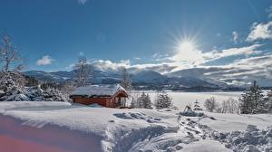 Картинки Зимние Дома Норвегия Снег Солнца Møre og Romsdal, Sykkylven, Sykkylvsfjorden Природа