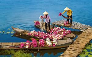 Картинка Азиаты Лодки Лилия Работают цветок