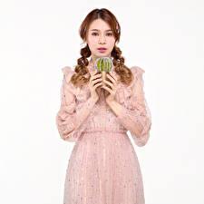 Фото Кактусы Азиатки Белом фоне Платья Рука Косички Шатенки Смотрит девушка