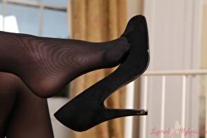 Фотография Крупным планом Ноги Туфлях Колготках молодые женщины