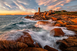 Фото Берег Маяк Франция Камень Волны Море Утес Bretagne, Ploumanach