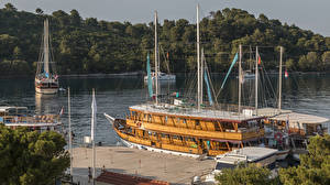 Картинка Хорватия Пирсы Речные суда Залива Pomena Mljet Природа