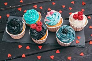 Фотографии Капкейк кекс Малина Серце Продукты питания