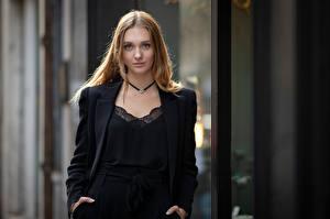 Фотография Размытый фон Взгляд Шатенки Ema молодая женщина
