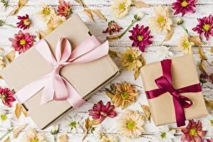 Обои Подарок Бантики Коробки цветок