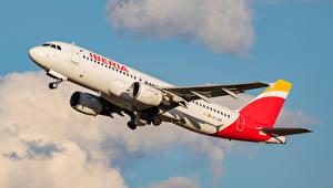 Картинки Самолеты Пассажирские Самолеты Airbus Сбоку A-320-214, Iberia