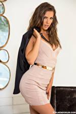 Обои Playboy Gia Ramey-Gay Позирует Платье Руки Шатенки Взгляд молодые женщины