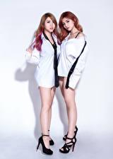 Обои Азиатки Два Шатенки Ноги Рубашка Галстук Смотрит D' Soul молодые женщины