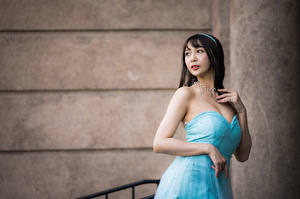Фотографии Азиатки Платья Рука Вырез на платье Брюнетки