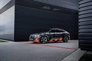 Картинка Audi Стайлинг 2020 e-tron S Sportback Prototype машина