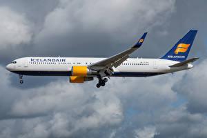 Обои Boeing Самолеты Пассажирские Самолеты Сбоку Icelandair, 767-300W Авиация картинки