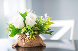 Фотографии Букет Роза Ландыши Стола Боке цветок