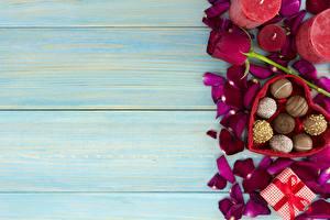 Обои Конфеты День святого Валентина Доски Шаблон поздравительной открытки Лепестки