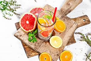 Картинка Напиток Апельсин Лимоны Грейпфрут Лимонад Разделочной доске Стакане