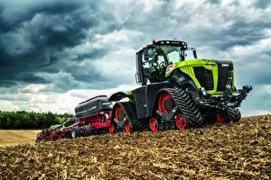 Фото Поля Сельскохозяйственная техника Облачно Тракторы Claas Xerion 5000