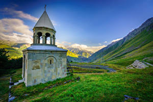 Фотографии Грузия Церковь Гора Небо Траве Ioane Natlismcemeli, Stepantsminda, Oni