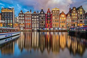 Обои для рабочего стола Здания Речные суда Амстердам Голландия Водный канал Отражении город