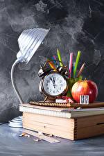 Обои для рабочего стола Школьные Часы Яблоки Будильник Лампы Книги Карандашей Тетрадь Спорт