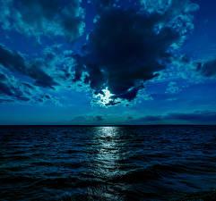 Картинки Море Небо Ночные Облачно Луны Горизонта Природа