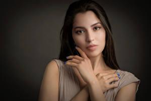 Фото Руки Маникюра Волосы Взгляд Susi молодая женщина