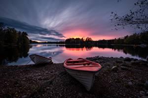 Обои Швеция Озеро Рассвет и закат Лодки Götaland Природа