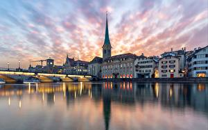 Обои Швейцария Цюрих Здания Вечер Речка Мост Церковь Отражении Grossmünster город