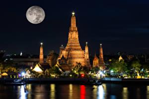 Фото Таиланд Бангкок Храм Реки Причалы Ночь Луны Лучи света Wat Arun temple город