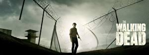 Картинки Ходячие мертвецы Эндрю Линкольн Ограда Rick Grimes кино