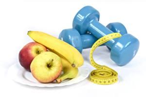 Обои для рабочего стола Яблоки Бананы Гантеля Тарелке Белом фоне Мерная лента Диета спортивные Еда