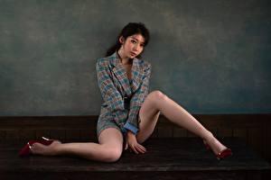 Фотографии Азиатки Ног Красивая Сидящие Позирует девушка