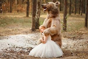 Фото Медведь Девочка Платья Svetlana Nikotina Дети Животные