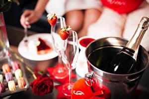 Картинки Игристое вино Клубника Розы День святого Валентина Ведро Бутылка Бокалы