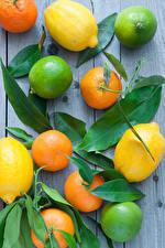 Обои для рабочего стола Цитрусовые Лимоны Лайм Мандарины Доски Листья Пища