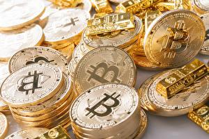 Картинки Крупным планом Bitcoin Много Деньги Золото Монеты Золотой