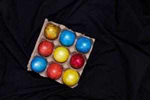 Картинка Пасха Черный фон Яиц Разноцветные Еда