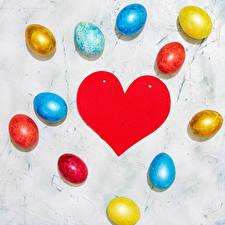 Фотографии Пасха Яйцо Сердечко Разноцветные Шаблон поздравительной открытки