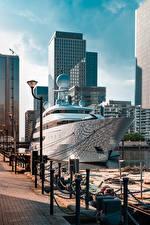 Картинка Англия Пристань Яхта Лондон Уличные фонари