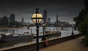 Фотографии Англия Речка Речные суда Вечер Лондон Уличные фонари Набережной Thames город
