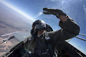 Фото Истребители F-16 Fighting Falcon Кабина пилота Шлем Sidewinder AIM-9 Авиация