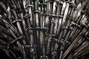 Фото Игра престолов (телесериал) Крупным планом Мечи Трон