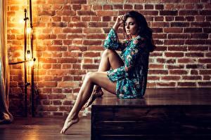 Картинка Ноги Красивые Сидящие Поза Брюнеток Wodyk Paweł Девушки
