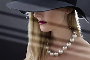 Фотографии Ожерелья Блондинка Шляпе молодые женщины