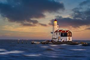 Картинка Голландия Озеро Маяки Paard van Marken Lighthouse, Lake IJssel Природа